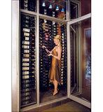 Afbeelding van een prachtige oude wijnkelder met de VintageView WS33-K wijnrek - 27 flessen